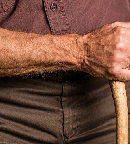 Vanhuksen käsi